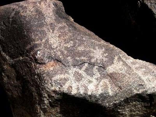 http://www.venganza.org/wp-content/uploads/2009/12/petroglyph.jpg