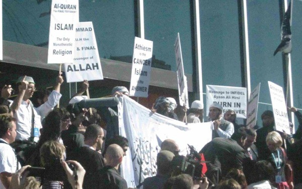 IMG_389680_Pastafarian_and_muslims_convincing_unbelievers